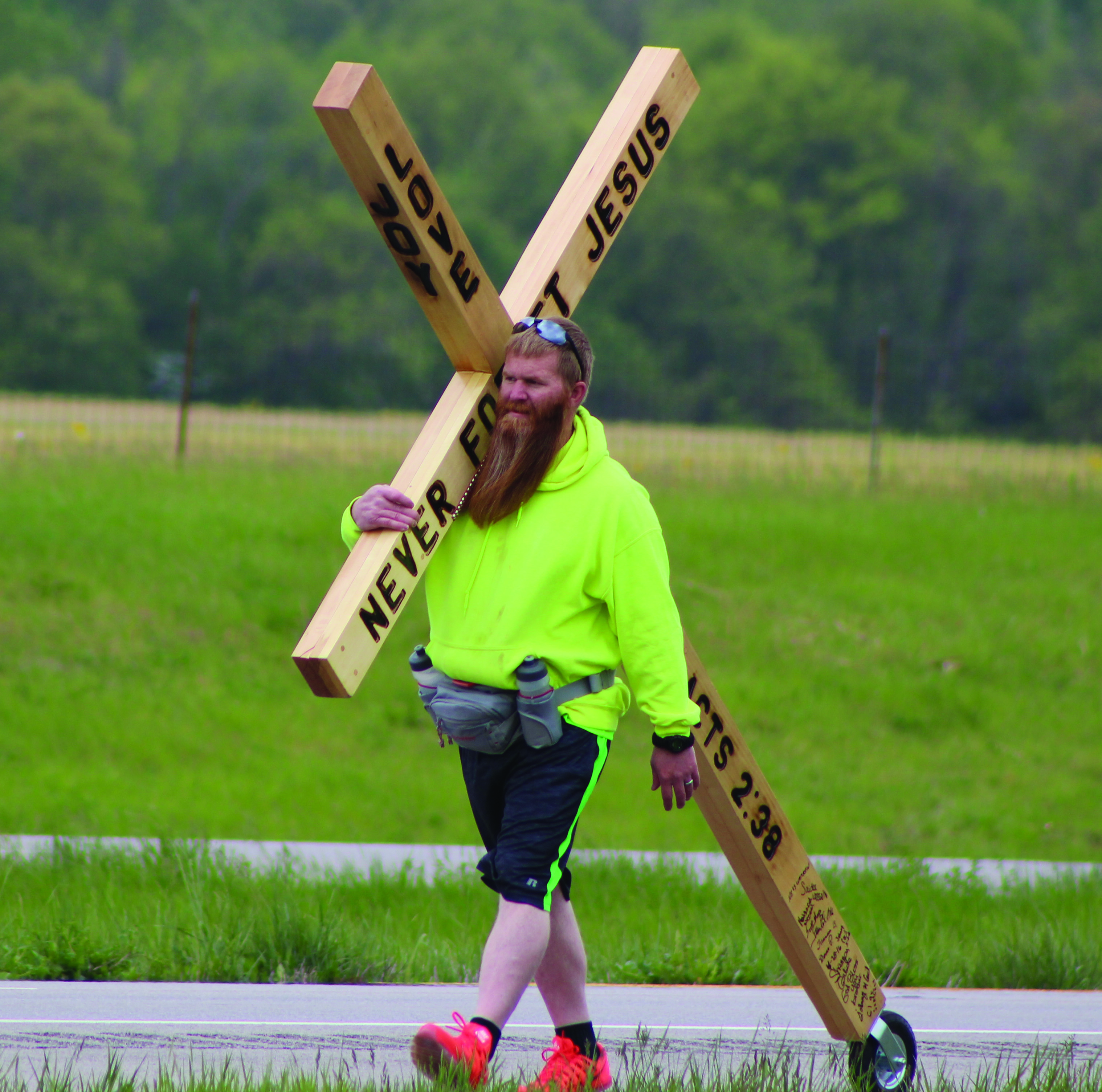 39-year old Jeremiah Wagner is on a cross-country trek, carrying this cross.  Photo by Patricia Beech.